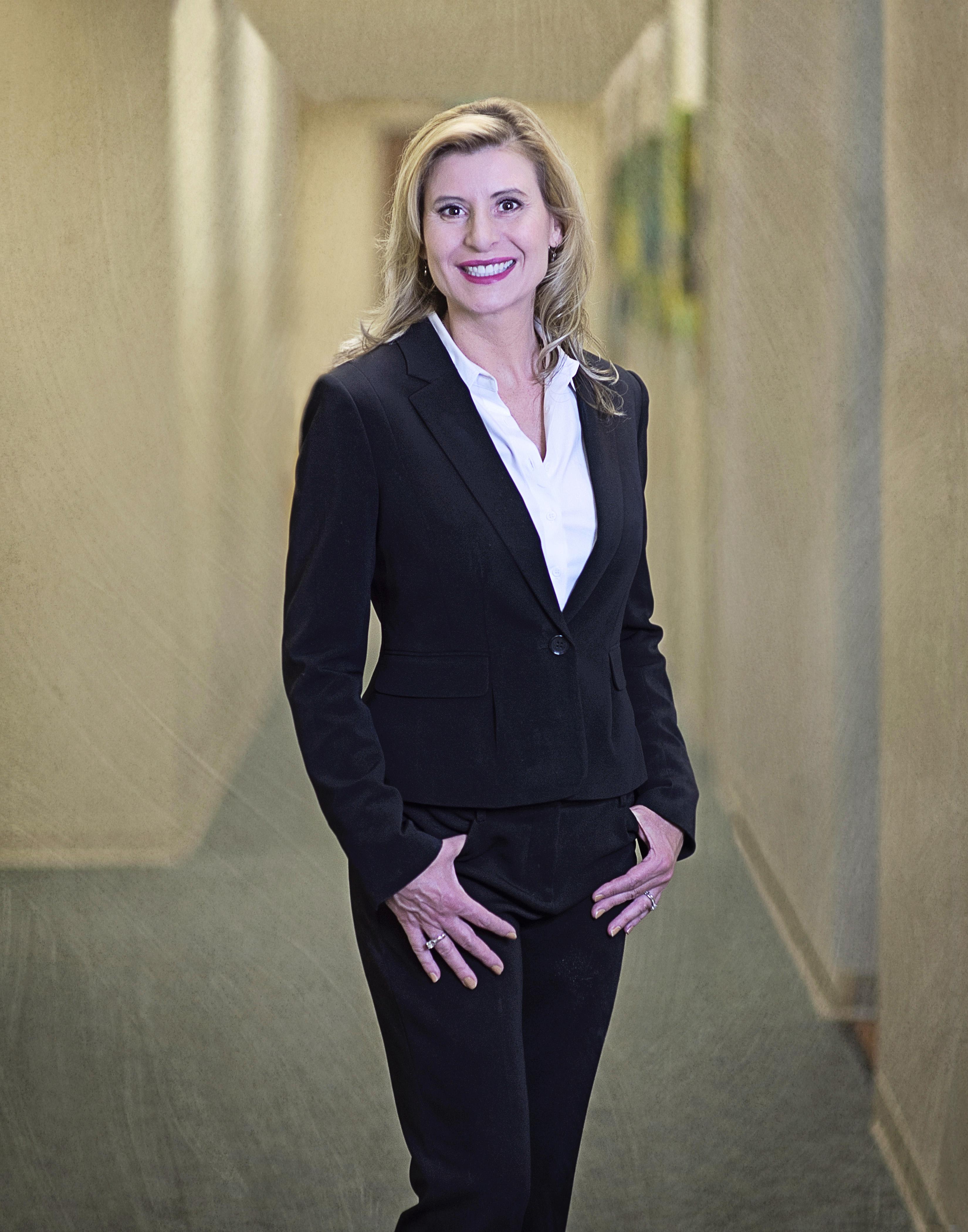 Dr Michelle Huzella